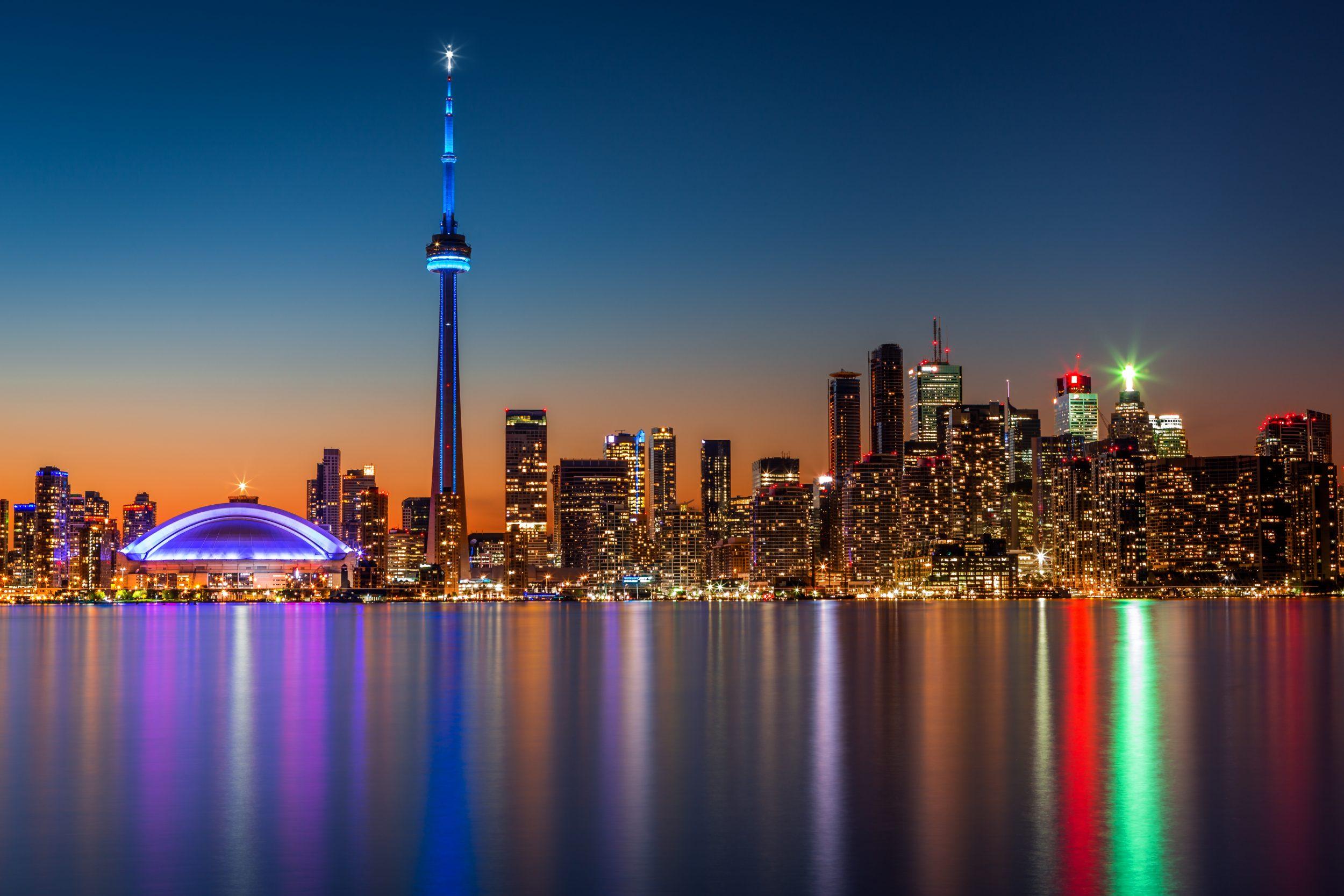 Wolkenkratzer und CN Tower